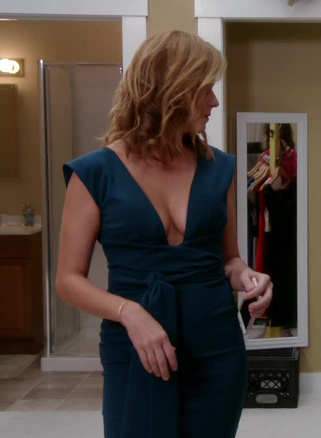 Watch and share Jenna Fischer GIFs by Emilyguy on Gfycat