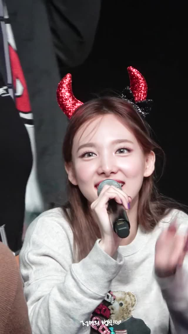 Watch and share Cutie Dork Nayeon Wave GIFs by Ahrigato on Gfycat