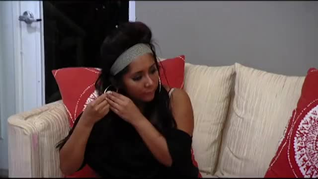 Watch Snooki hold my hoops GIF on Gfycat. Discover more Angelina, MTV, Sammi, Table, baby, earrings, fake, fight, holdmyhoops, hoops, jwoww, mike, official, reality, summer, tBt, television, throwback, video, watch GIFs on Gfycat