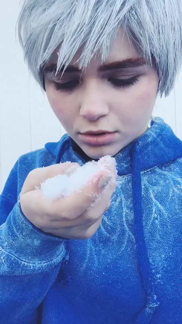 Watch 🌬ćöłd🌨 #cosplay #jackfrost #riseoftheguardians #cold #winter #snow GIF by @leathernegotiation on Gfycat. Discover more cold, cosplay, jackfrost, riseoftheguardians GIFs on Gfycat
