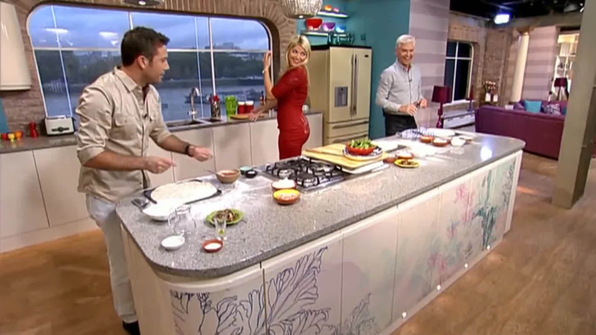 CelebGfys, TheHollyWilloughby, Holly Willoughby (2016) GIFs