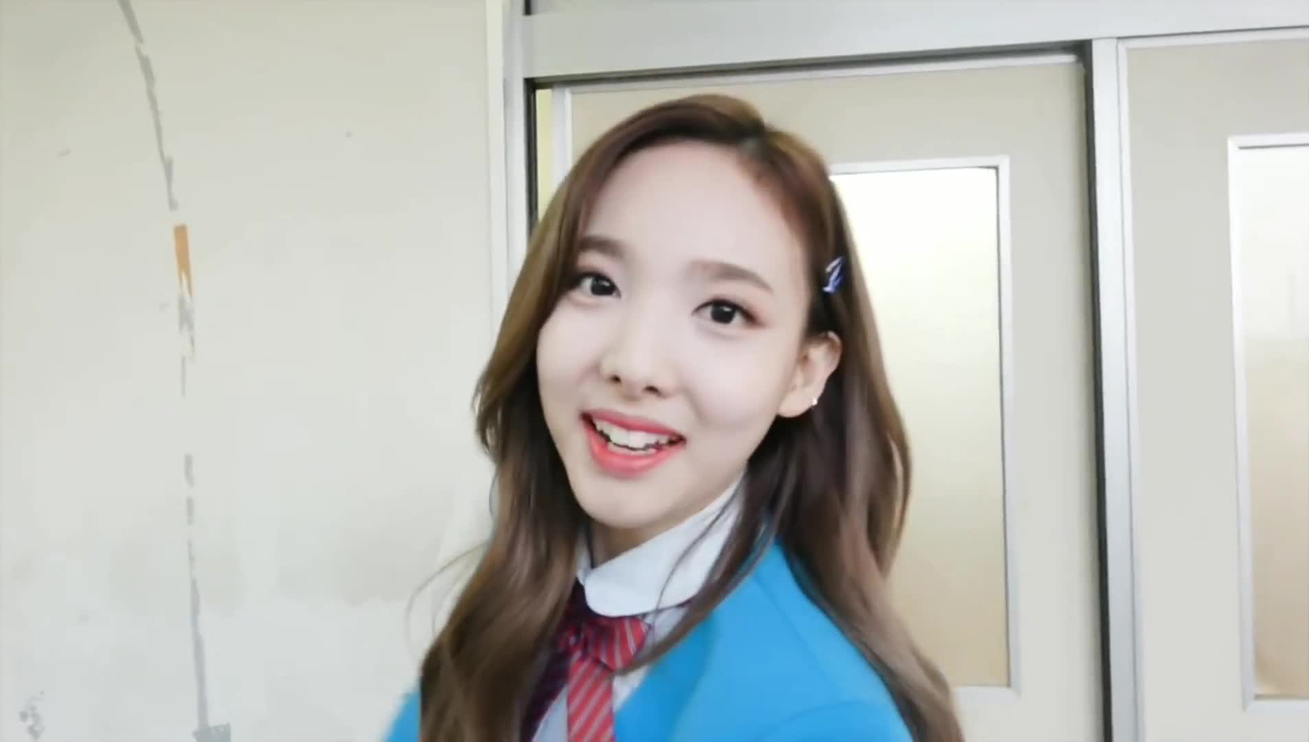 Entertainment, Nayeon, TWICE, トゥワイス, 트와이스, Nayeon saying goodbye GIFs
