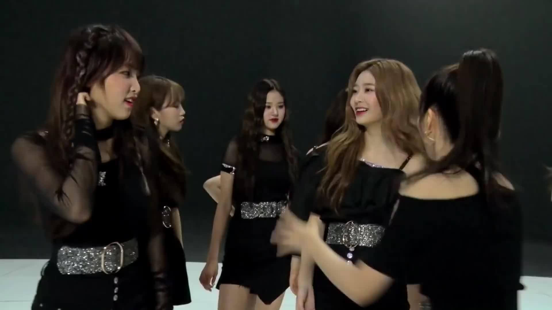izone, minju, yena, yuri, Minju gets attacked by vampires GIFs