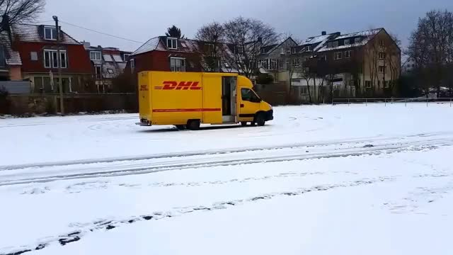 Watch and share Herr DHL Hat Spaß Im Schnee GIFs on Gfycat