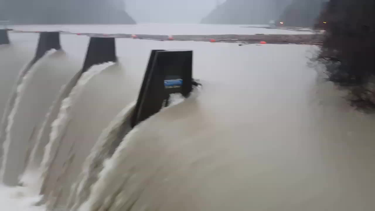WeatherGifs, oddlysatisfying, submechanophobia, I don't even like dams when I can see them well... (reddit) GIFs