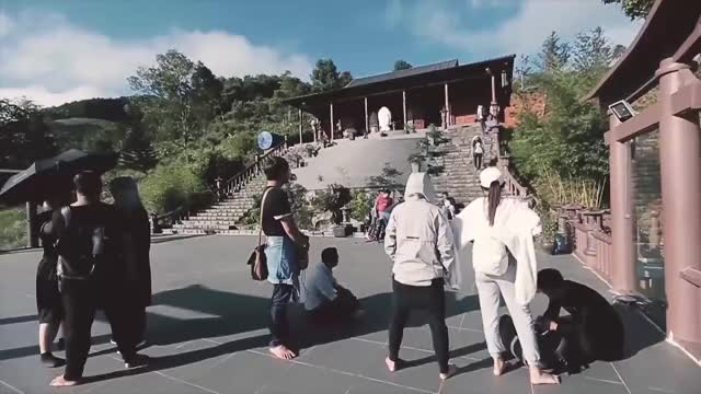 Watch [HẬU TRƯỜNG] Lạc Trôi Trong Quá Trình Quay [Bản Chính Thức]   Sơn Tùng M-TP GIF on Gfycat. Discover more related GIFs on Gfycat