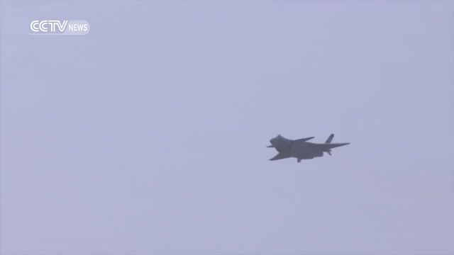 Watch Footage: China's fifth-generation stealth fighter J20 makes debut at Zhuhai Airshow GIF on Gfycat. Discover more cctv, cctvnews, news GIFs on Gfycat