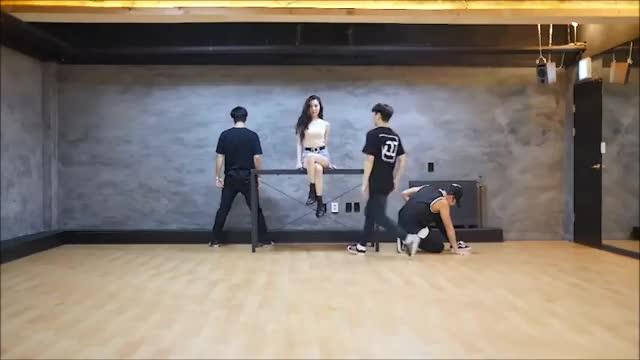 Watch and share 선미 - 가시나 안무 영상 최초 공개 GIFs by Koreaboo on Gfycat