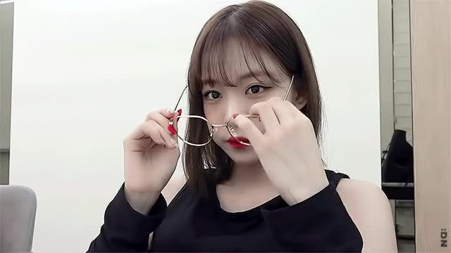 Watch and share 프로미스나인 박지원 이채영 GIFs on Gfycat