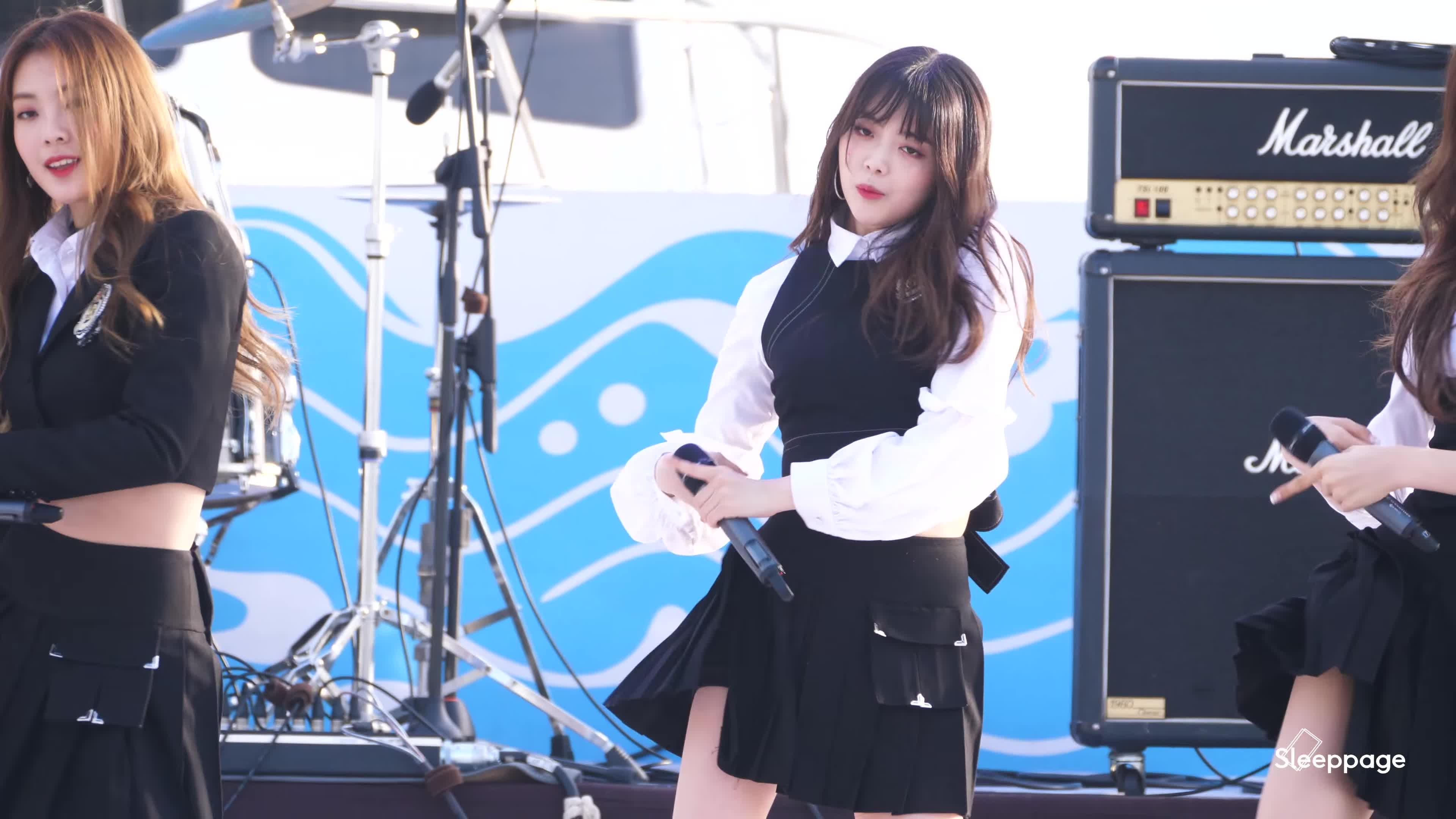 suyeon, weki meki, Suyeon blep GIFs