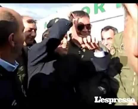 L'orchidea di Berlusconi - He tells a joke with curse - barzelletta su Rosy Bindi con bestemmia