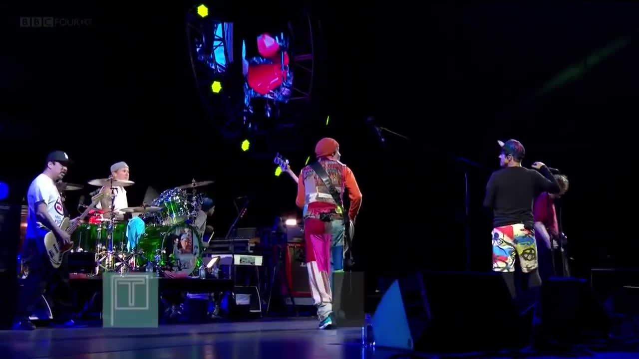 go robot, red hot chili peppers, redhotchilipeppers, Red Hot Chili Peppers - Go Robot (Best Quality) - Live T in the Park Festival 2016 HD GIFs