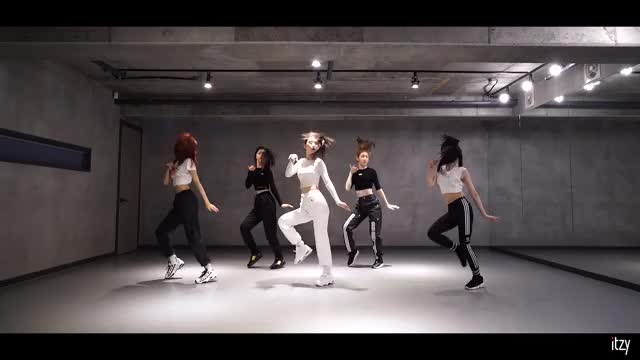 Watch chaeryeong nyannyan punch GIF by @godchaeyoung on Gfycat. Discover more DALLA DALLA, DALLADALLA Dance practice, ITZY, ITZY Dance Practice, 달라달라, 달라달라 안무영상, 있지, 있지 달라달라, 있지 안무, 있지 안무 영상 GIFs on Gfycat