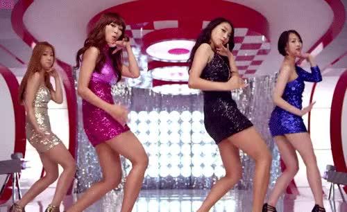 Share korean girl give you an erotic dance show