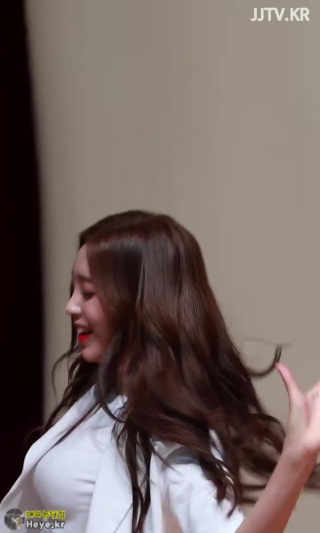 Watch and share Hyeonseo GIFs and Busters GIFs by 매의눈닷컴(▶heye.kr) on Gfycat