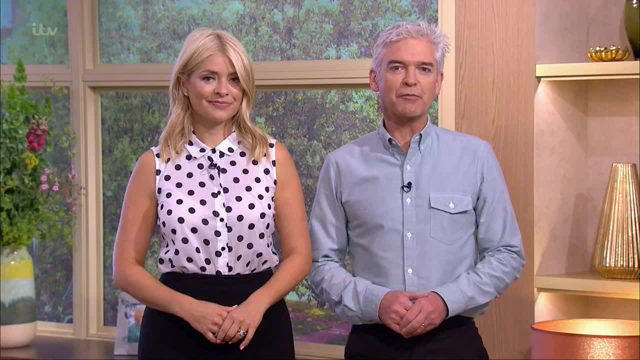 see through, see thru, thehollywilloughby, Holly Willoughby with see through blouse showing bra    20160630 GIFs