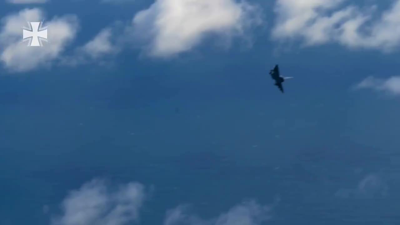 Pilot, amraam, bundeswehr, jagdflugzeug, luftkampf, luftwaffe, rakete, schottland, soldat, splitterwirkung, Eurofighter im Luftkampf: Angriff mit Raketen - Bundeswehr GIFs