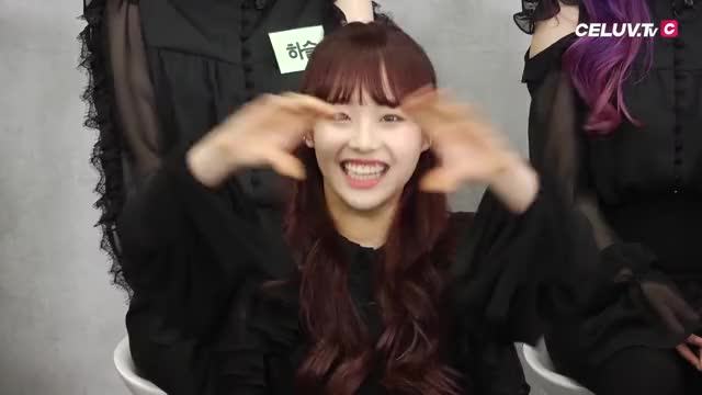 Watch and share Loona GIFs and Chuu GIFs by savvy33 on Gfycat