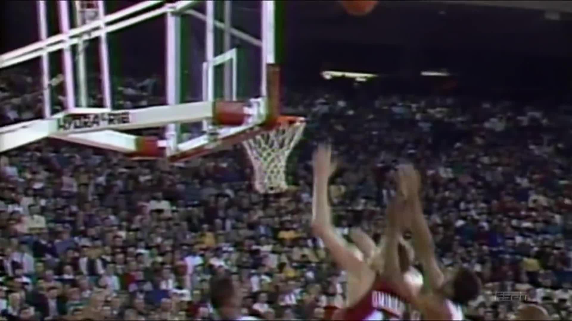 basketball (interest), charles barkley (basketball player), dennis rodman (basketball player), people & blogs, safa doyran, 2 GOAT rebounders battle it out. GIFs
