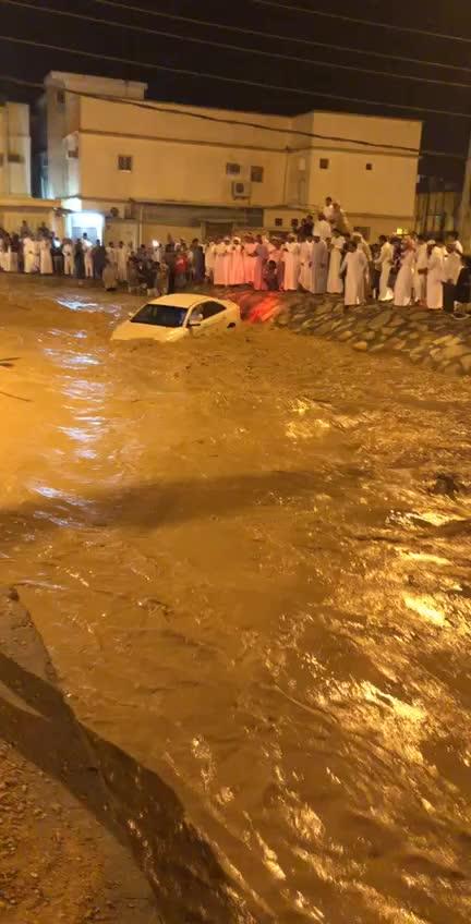 Saudi guys Rescue Taxi Driver, rescue, Saudi guys Rescue Taxi Driver Riyadh Region GIFs