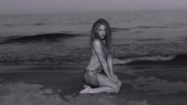 Watch and share Shakira, Maluma - Clandestino GIFs by Journaliste & Pute on Gfycat
