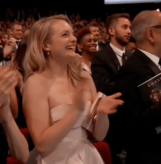 2017, applause, awards, clapping, elisabeth moss, elizabeth moss, emmys, laughing, Elizabeth Moss - Emmy's 2017 GIFs