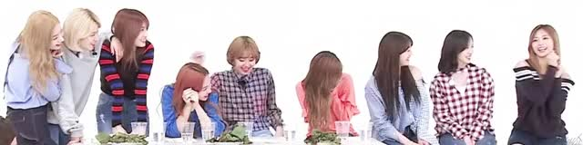 Watch and share 쯔위 애교 GIFs by parangfy on Gfycat
