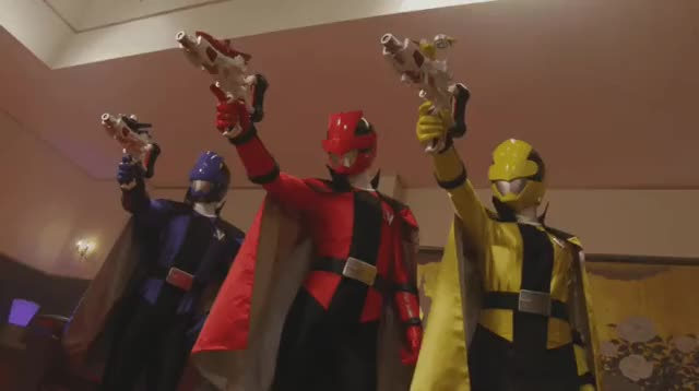 Watch Cool Finish with capes GIF on Gfycat. Discover more celebs, cool, funny, kaitou sentai lupinranger VS keisatsu sentai patranger, super sentai, tokusatsu, 伊藤旭輝, 工藤遙, 濱正悟, 超級戰隊 GIFs on Gfycat