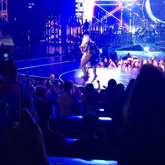 jenniferlopez, jlow, lasvegas, lisabrasseur, pitbull, planethollywood, Jennifer Lopez opening night in Vegas! Amazing! GIFs
