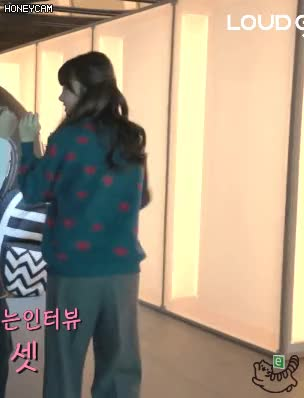 Watch and share 기저귀 차고 온 김민아 GIFs on Gfycat