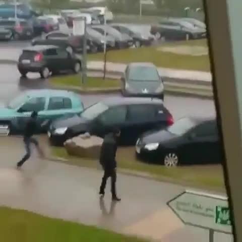 Wellthatsucks, therewasanattempt, Поскользнувшийся водитель влетел в дверь своего автомобиля на Ставрополье 20.03.2017 GIFs