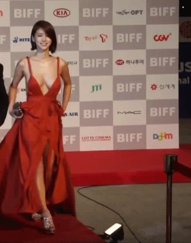 gfycatdepot, Walking down the red carpet in a stunning red dress [Oh In-Hye South Korean Actress 오인혜 movie star boobs all eyes on you attention magnet] (reddit) GIFs