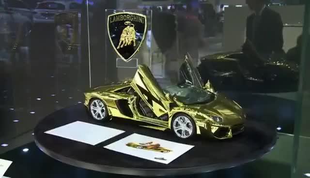 Watch and share Autos De Oro, Furor En El Salón De Dubái GIFs on Gfycat