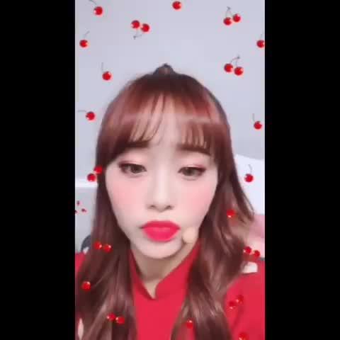 Watch and share Loona Chuu GIFs and Kim Jiwoo GIFs by Kuro | 구로카미 on Gfycat
