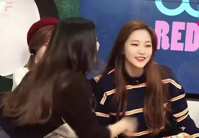 Watch this adorable GIF by baechubutts (@baechubutts) on Gfycat. Discover more adorable, joy, joyri, yeri GIFs on Gfycat
