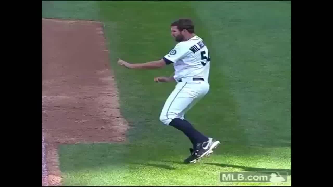 ime, jawja boi roy, marinersgifs, Seattle Mariners Pitcher Tom Wilhelmsen Wacky Dancing GIFs
