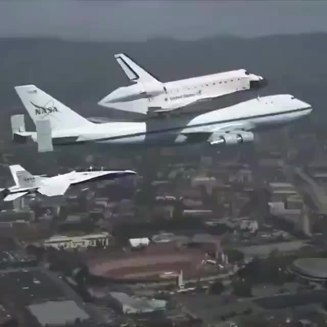 Space Shuttle Endeavour Soars Over California 🚀 GIFs