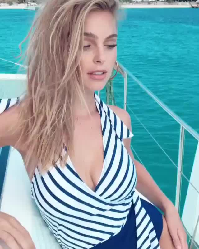 blonde, cute, elizabethturner, guess, life, lizturner, model, photo, picture, shoot, Queen of sea 🌊 • @elizabethcturner GIFs