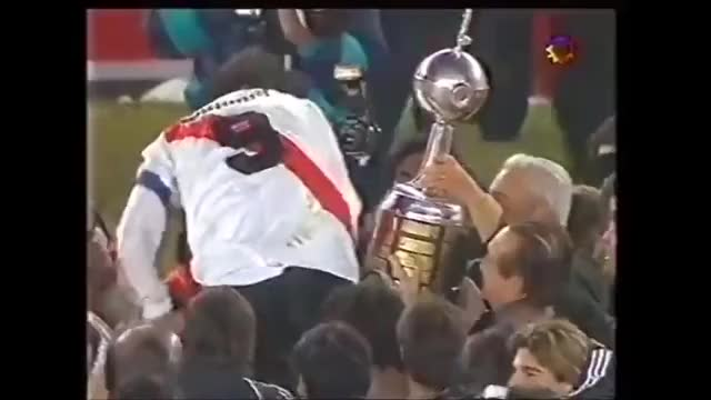 Watch enzo GIF on Gfycat. Discover more Club Atlético River Plate (Football Team), Copa Libertadores (Football Competition), Enzo Francescoli (Football Player) GIFs on Gfycat
