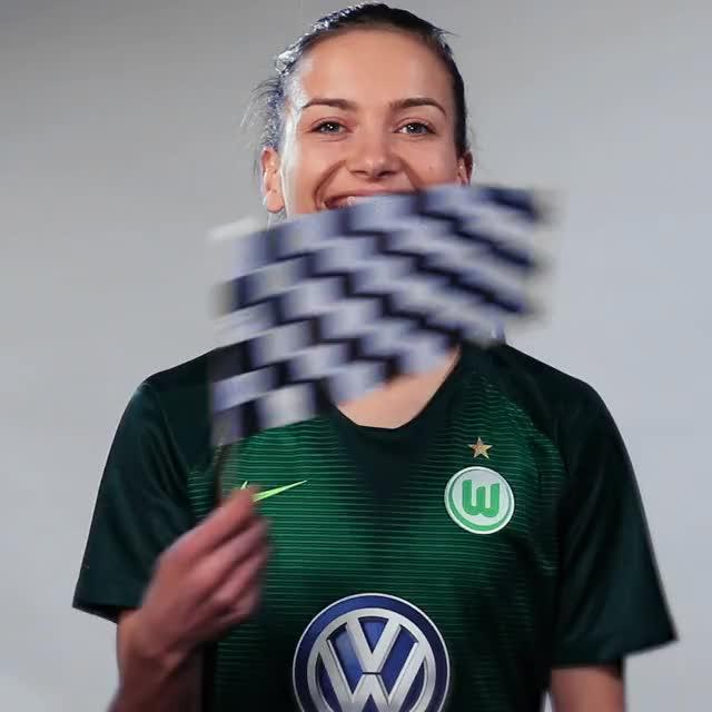 Watch and share Joelle Wedemeyer - Fahne Ziel GIFs by VfL Wolfsburg on Gfycat