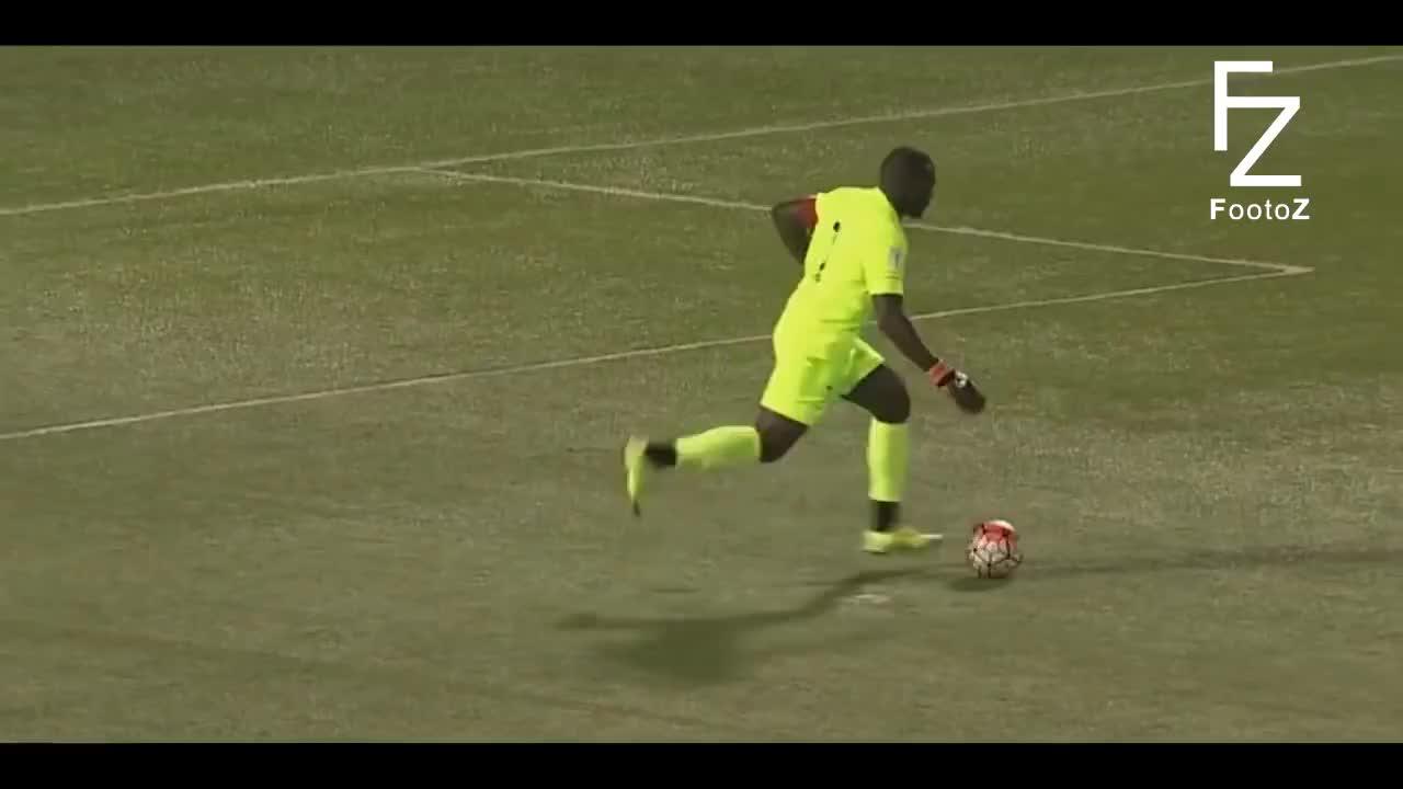 Crazy Goalkeepers Skills ● HD GIFs