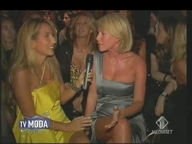 Marcuzzi Backstage Calendario.Alessia Marcuzzi Gifs Search Search Share On Homdor