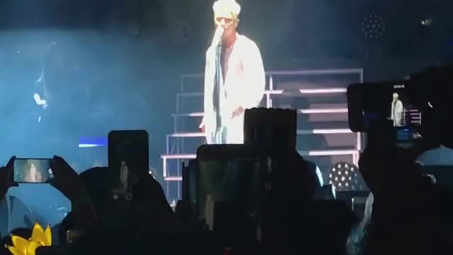 """Watch 09102017 (SAN JOSE) TAEYANG Gets Hurt During """"Only Look At Me""""...continues """"Wedding Dress"""" GIF on Gfycat. Discover more taeyang, whitenight, whitenight in san jose GIFs on Gfycat"""