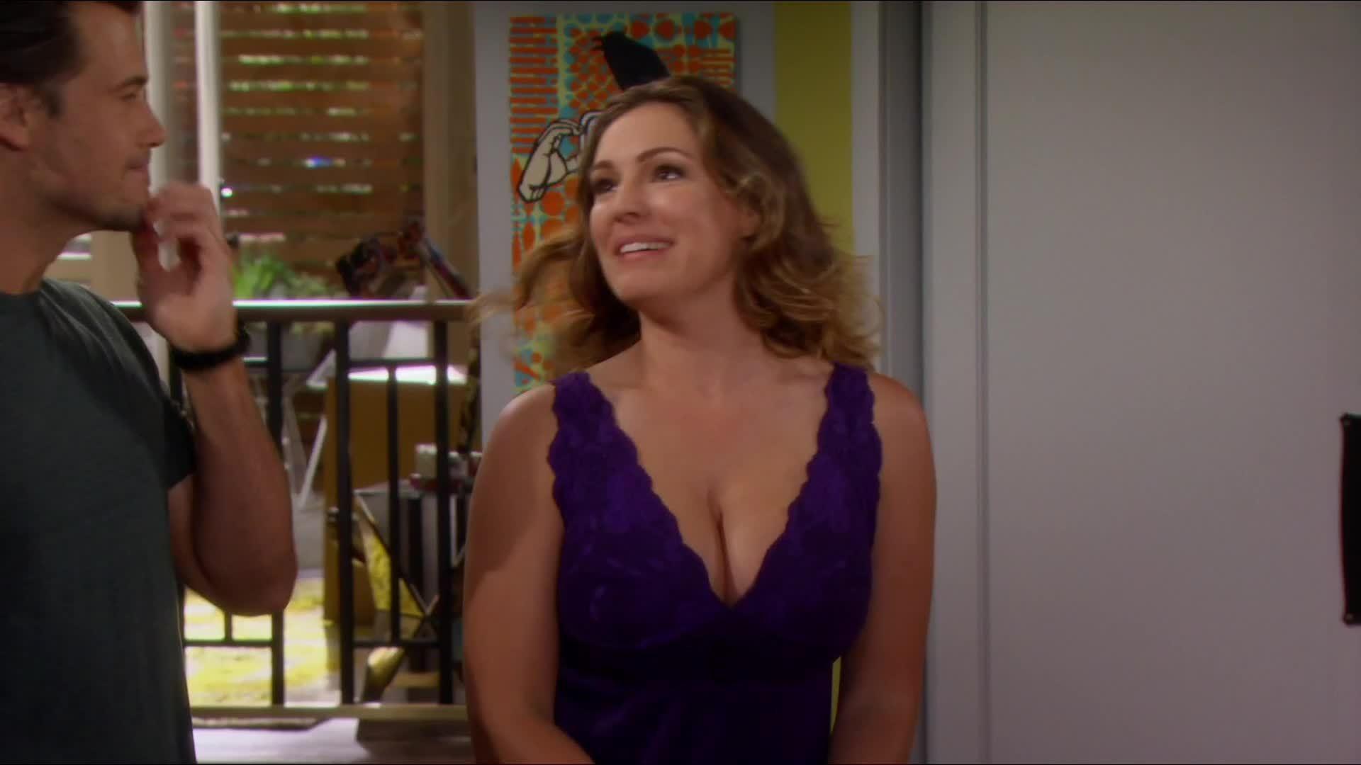 KellyBrook, kellybrook, sexyceleb, Kelly Brook's new sitcom plot (MIC) [Spoilers... I guess] (reddit) GIFs