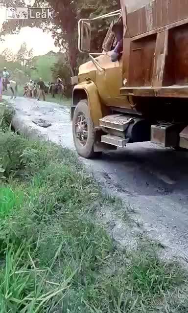 CatastrophicFailure, gifs, linuxadmin, Bridge cant hpld trucks weight GIFs