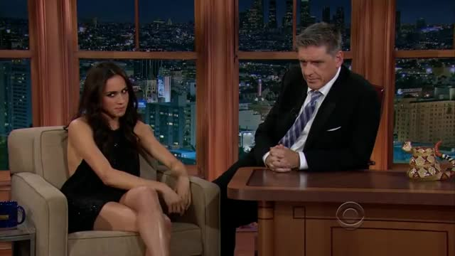 Watch Meghan Markle With Craig Ferguson GIF on Gfycat. Discover more celebrity, celebs, craig ferguson, flirt talkshow, flirting masterclass, funny late night, funny moments, funny talkshow, geoff the robot, meghan markle, talkshow compilation, talkshow moments, the jayleno fly GIFs on Gfycat