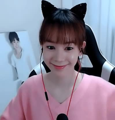 Watch and share 총무냥이 GIFs on Gfycat