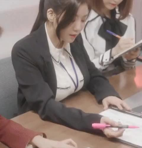 Watch and share Izone GIFs by rojenlisoo on Gfycat