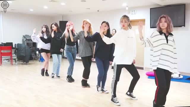 Watch and share 181106 [Dreamcatcher's Note] 불후의 명곡 비하인드 2 GIFs by theangrycamel2018 on Gfycat