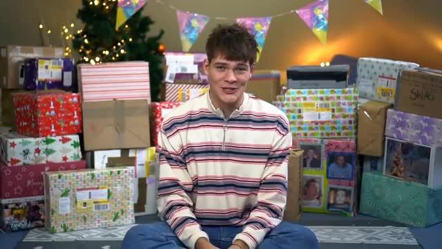 Watch Joey's Jungle GIF on Gfycat. Discover more Weihnachten, Weihnachtsgeschenke, auspacken, emy, fanpost, gechenke, gummipuppe, pervers, xxl GIFs on Gfycat